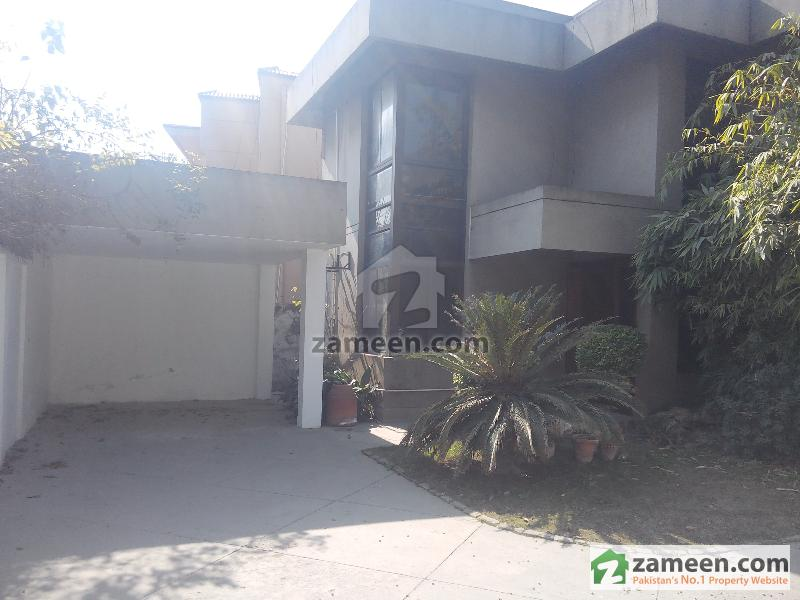 Commercial Available for Rent Gulberg LAHORE