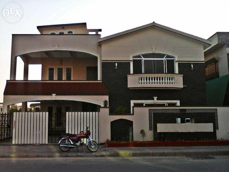 Commercial Available for Rent Model Town LAHORE