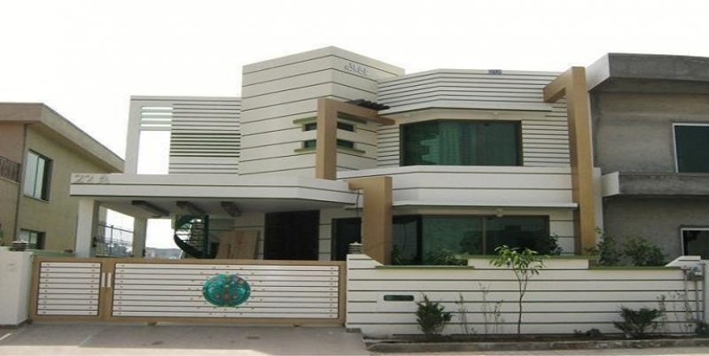 Commercial Available for Sale Model Town LAHORE