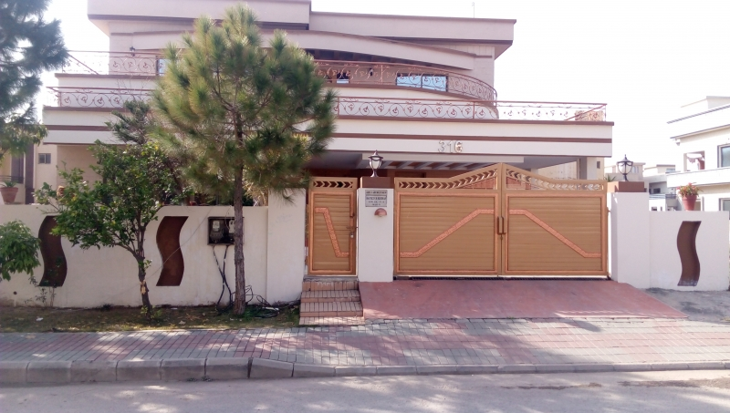 House Available for Rent Bahria Town ISLAMABAD Front of house