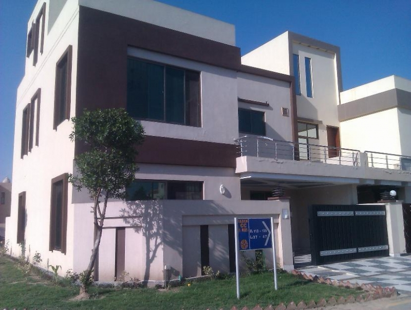 House Available for Rent Bahria Town LAHORE pic
