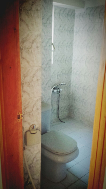 House Available for Sale F-10 Sector ISLAMABAD Wash room servant