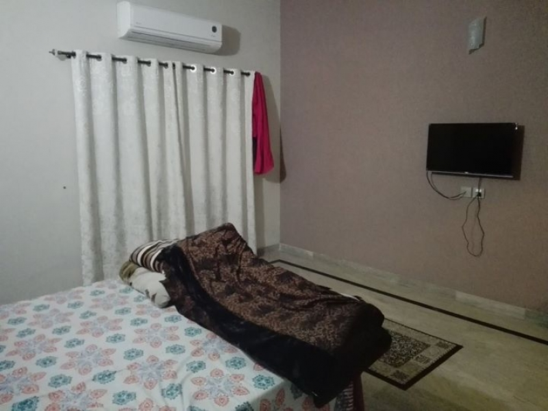 House Available for Sale Johar Town LAHORE Beautiful room